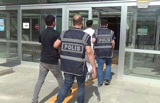 Fetö operasyonunda gözaltına alınan 12 kişi adliyeye...