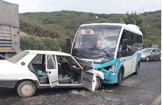 Yolcu minibüsü otomobille çarpıştı 6 yaralı