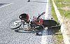 Motosiklet ile otomobil kafaya kafaya çarpıştı