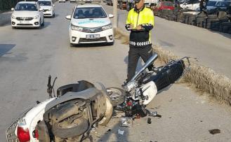 Motosikletler kafa kafaya çarpıştı 1 ağır 2 yaralı