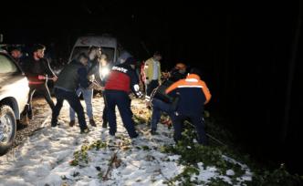 Üniversitelileri taşıyan otomobil  40 metrelik uçuruma yuvarlandı