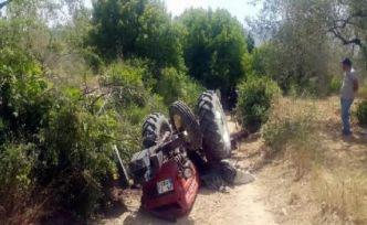 Tarlasını süren çiftçi kendi kullandığı traktörün altında kaldı
