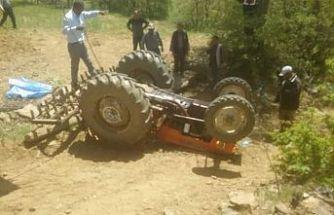 Traktör şarampole uçtu 1 ölü