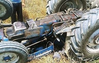 Devrilen traktörün altında kaldı, hayatını kaybetti