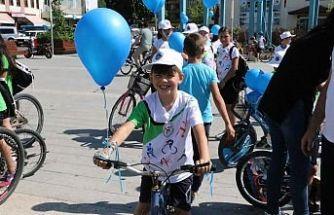 Kula'da Çocuk İstismarına Karşı Mavi Balonlar Gökyüzünde