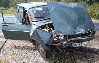 Demirci-Salihli yolunda kaza 4 kişi yaralandı