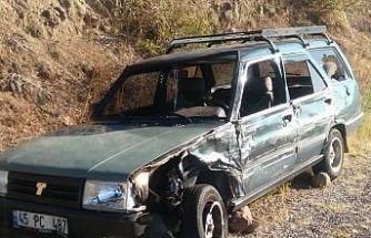 İki araç çarpıştı 4 yaralı