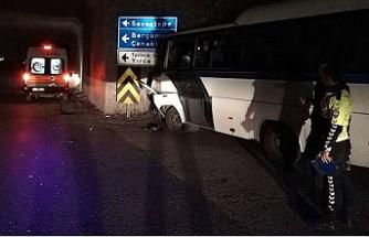 İşçi servisi ve kamyon çarpıştı 4'ü ağır 26 kişi yaralandı