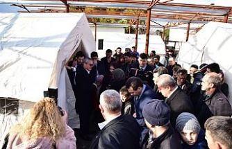 Vali Deniz, 4,8 Büyüklüğündeki Deprem Sonrası Kırkağaç'ta Vatandaşlarla Bir Araya Geldi
