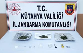 Simav Pazarında Zeytinin Arasında Uyuşturucu Satarken Yakalandı
