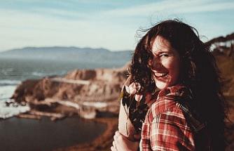 Türk Kadınlar Erkeklerden Daha Mutlu