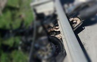 Bariyere çarpan motosiklet sürücüsü hayatını kaybetti