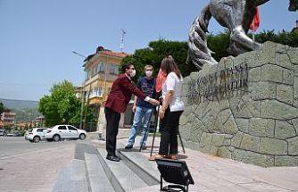 Koronavirüs, Bayramı Bile Öne Çekti! CHP Demirci Bugün Atatürk Anıtına Çelenk Sundu
