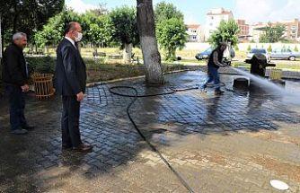 Turgutlu Belediyesi Cami ve Okul Bahçelerini Dezenfekte Ediyor