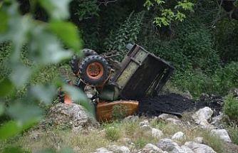Son Dakika! Demirci'de Traktör Dereye Yuvarlandı 1 Kişi Yaralandı