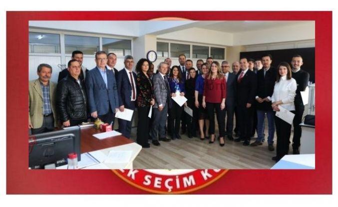 Akhisar'da başkan ve meclis üyeleri mazbatalarını aldı