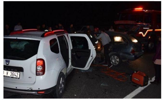 İki araç çarpıştı bilanço 1 ölü 5 yaralı