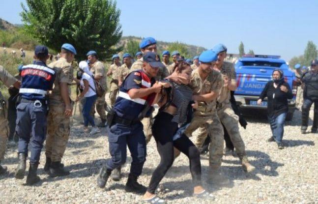 Salihli'de JES eylemi CHP Milletvekili yaralandı 26 kişi gözaltına alındı