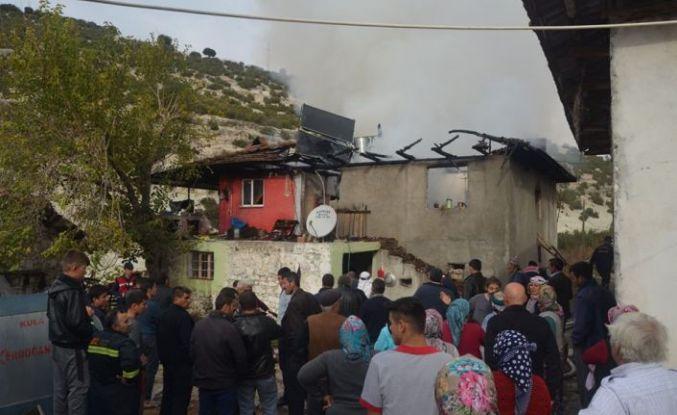 Yangın çıkan evde mahsur kalan iki engelli son anda kurtarıldı