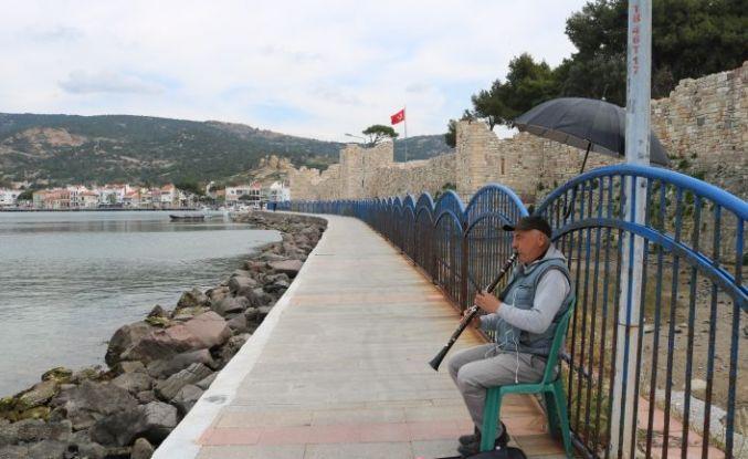 Sokaklar Boşaldı, Şarkılar Balıklara Kaldı