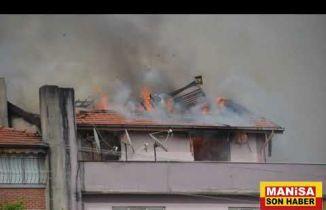 Demirci'de Rüzgarlı Havada Çıkan Yangın İtfaiyeyi Teyakkuza Geçirdi